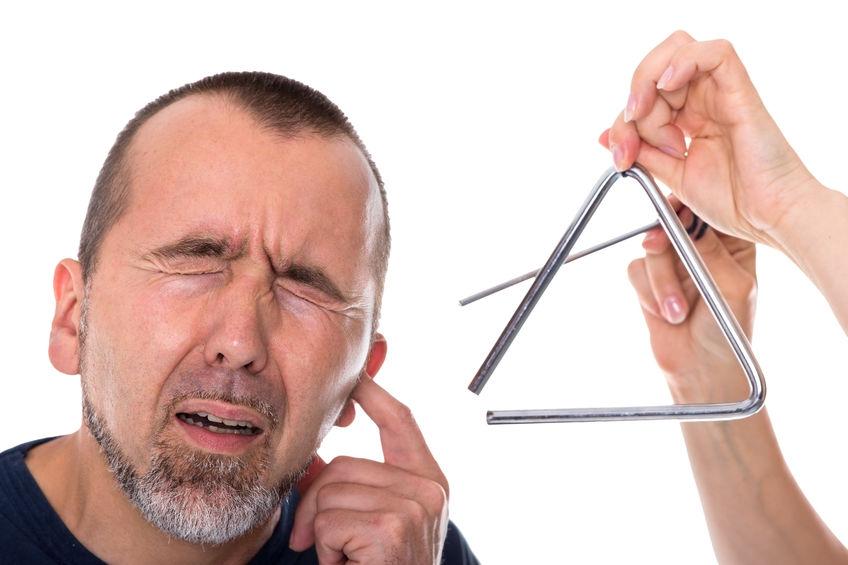 Звон в ушах (тиннитус) – причины, симптомы, лечение