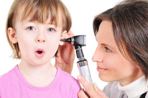 7 домашних средств от ушных инфекций у детей