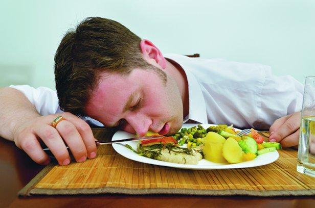 12 продуктов употребляя, которые мы становимся сонными, вялыми, уставшими