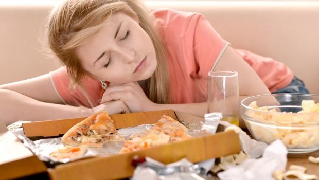 Осторожно! Избегайте этих 10 вредных привычек после еды