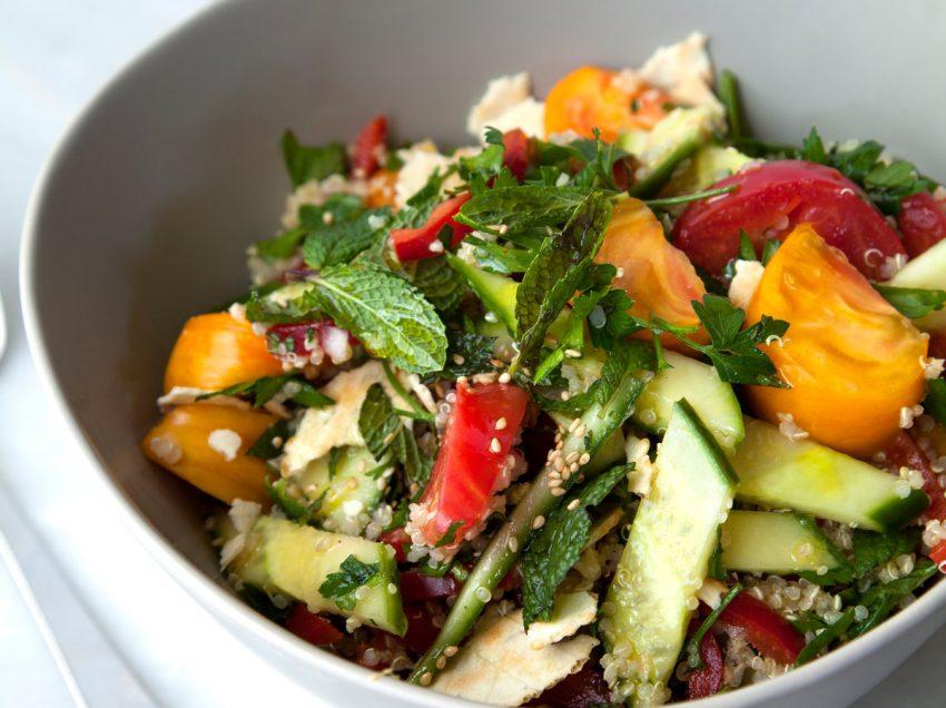 10 причин почему салат Фаттуш полезен для тела и кожи