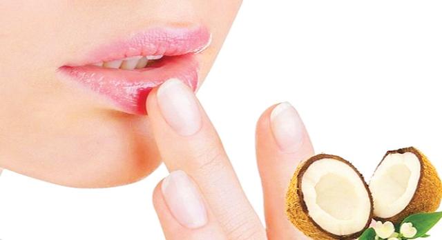 Безопасно ли кокосовое масло для сухих губ? Вот ответ!