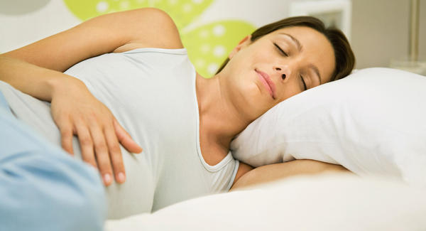 11 полезных свойств сна на левой боку во время беременности