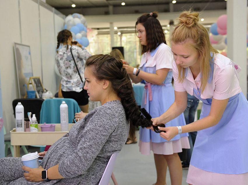 Безопасно ли красить волосы на ранних сроках беременности.