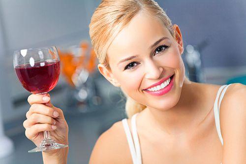 Преимущества красного вина для зубов по данным научного исследования.