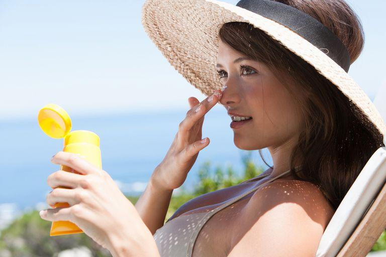 Безопасен ли солнцезащитный крем для чувствительной кожи