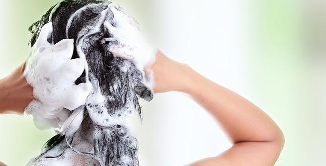 Безопасно ли мыть волосы во время менструации?