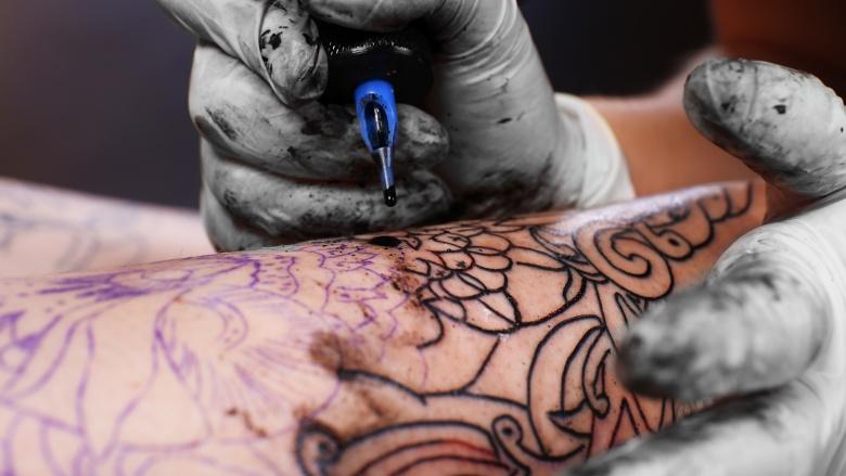 9 вещей, которые вы должны рассмотреть, прежде чем делать татуировку