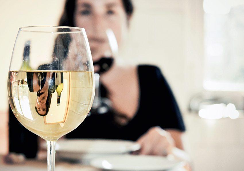 Правда ли, что белое вино увеличивает риск развития рака кожи?