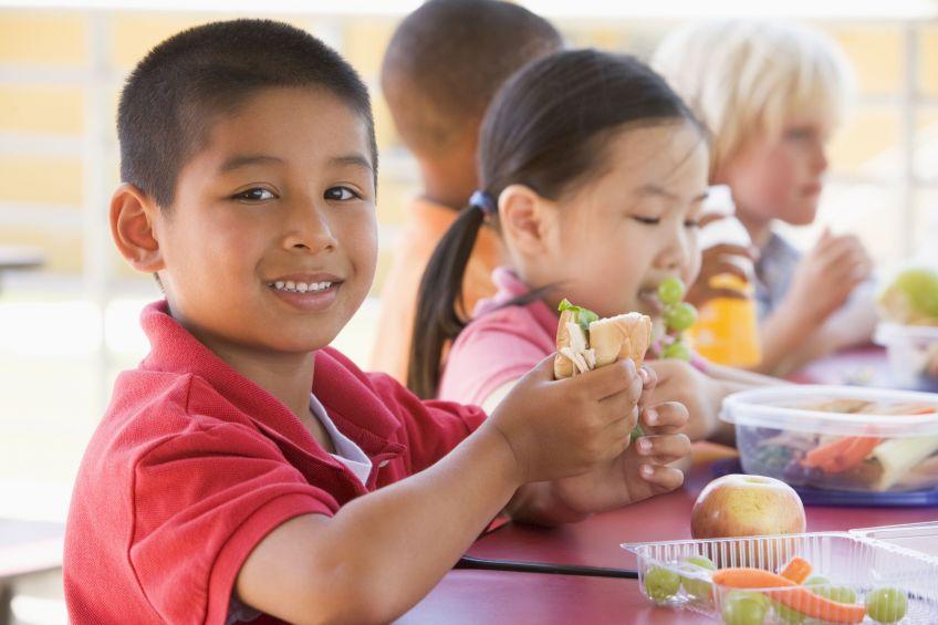 12 вкусных продуктов, которые замедляют мозг вашего ребенка
