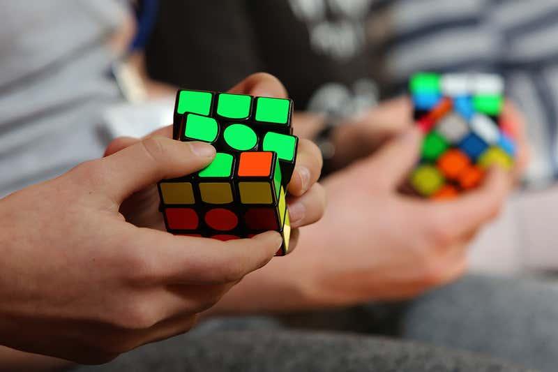 10 преимуществ решения кубика Рубика для умственного и психического здоровья