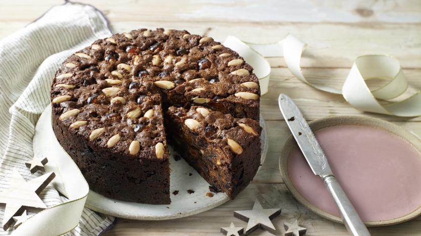 Опасно ли есть горячий испеченный пирог?